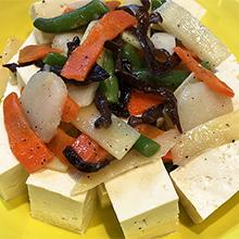 彩り野菜と豆腐のサラダ